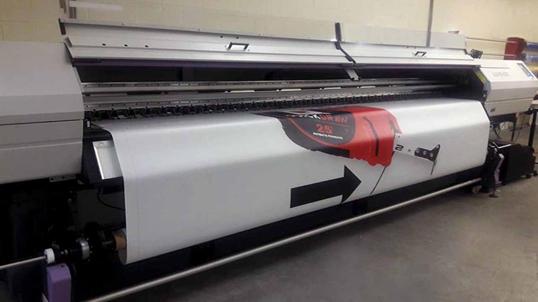 Printing process of a large Vinyl Banner with a UV curing printer
