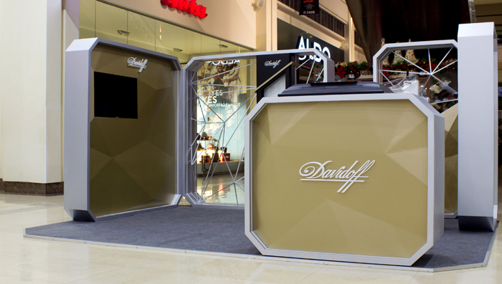 Davidoff wooden stand sign