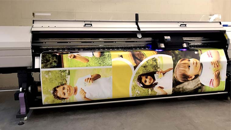 Printing process of a Vinyl Banner with personal photos