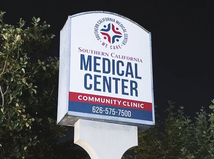 Southern California Medical Center pylon signage in white color made of aluminum and acrylic