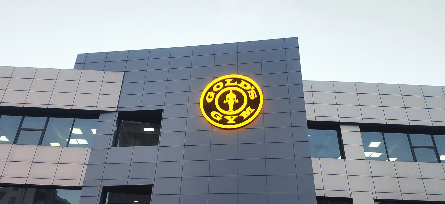 Gold's Gym light box logo sign in a round shape made of aluminum and acrylic