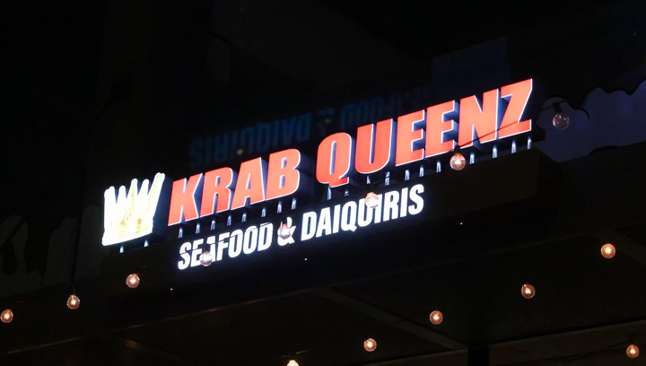 Krab Queenz restaurant channel letters displaying the company name and crown logo made of acrylic and aluminum for branding