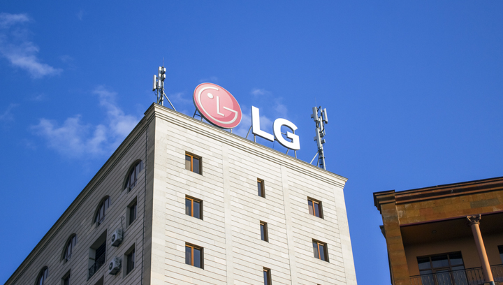 LG rooftop dimensional letters
