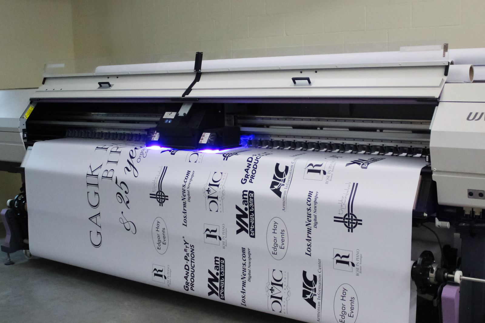 Customized Vinyl Banner Printing