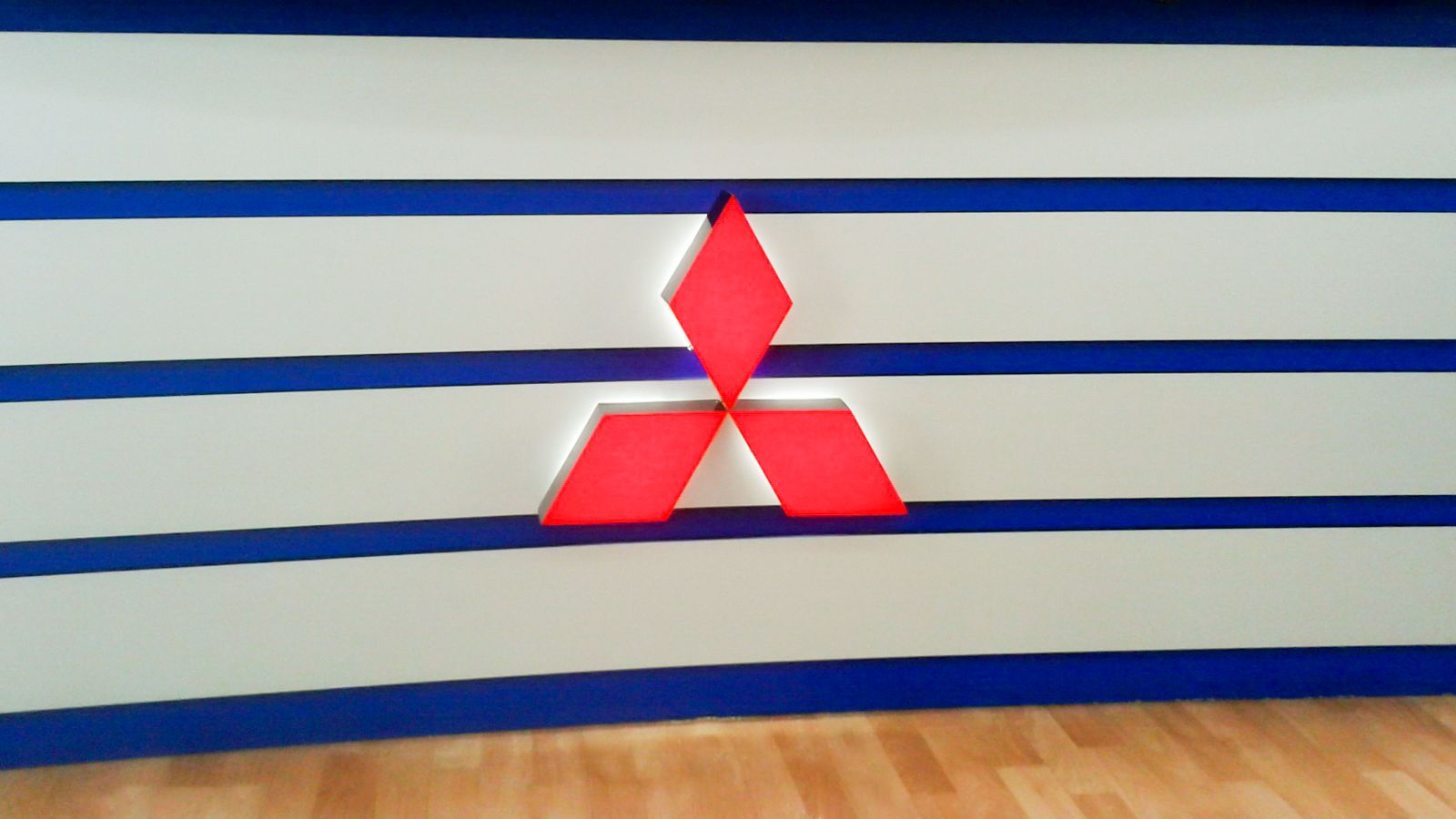 Illuminated Mitsubishi Logo Sign