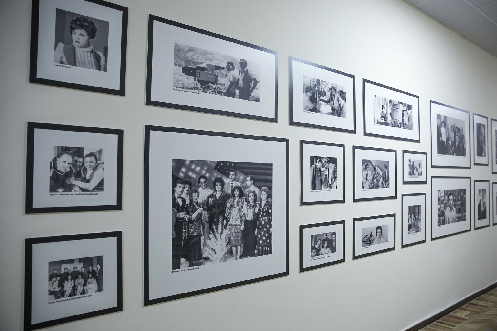 custom wall signs with black and white photo prints made of PVC for lobby decorating