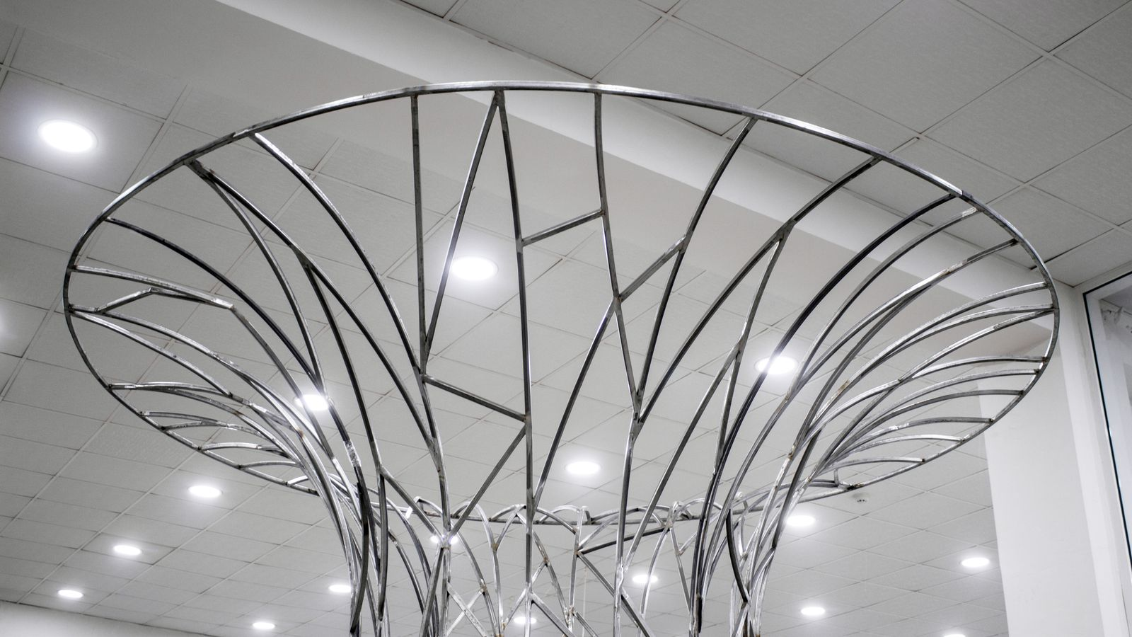 custom indoor sign in the shape of a Singapore tree made of aluminum for office decorating