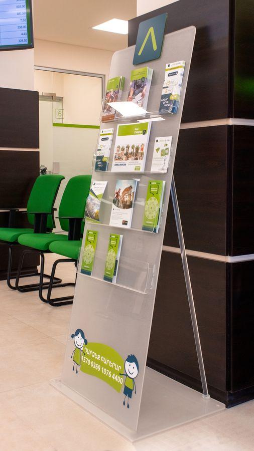 bank acrylic stand