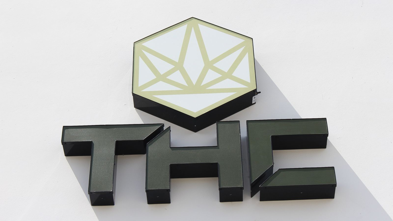 THC 3d logo sign and brand name letters made of aluminum and acrylic for outdoor branding and visibility