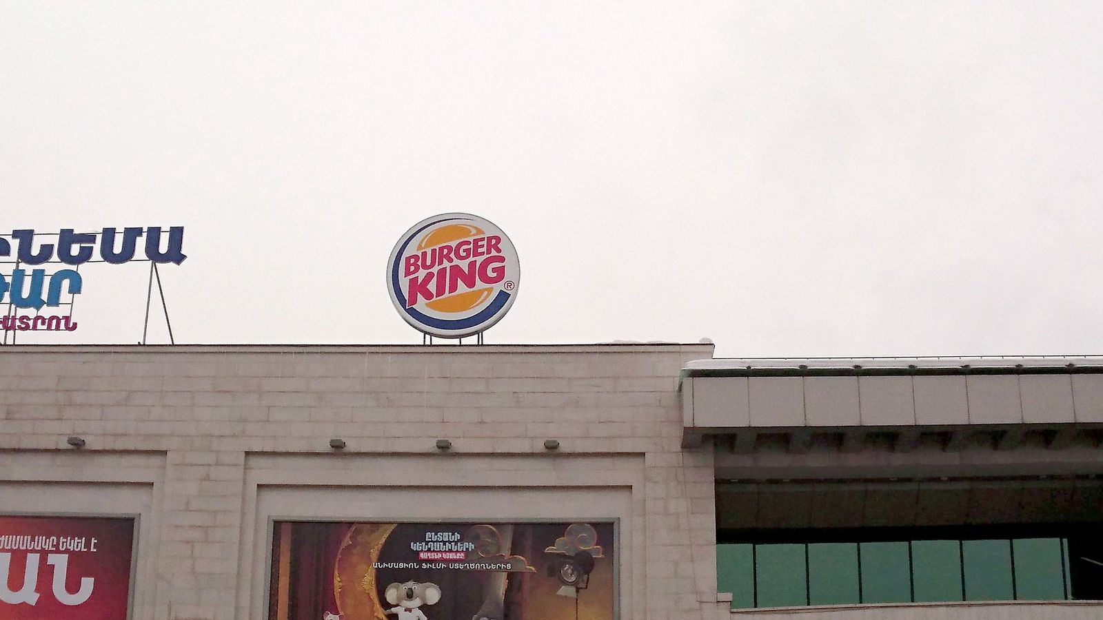 Burger King light box logo sign on the roof top made of aluminum and acrylic for restaurant brand outdoor promotion