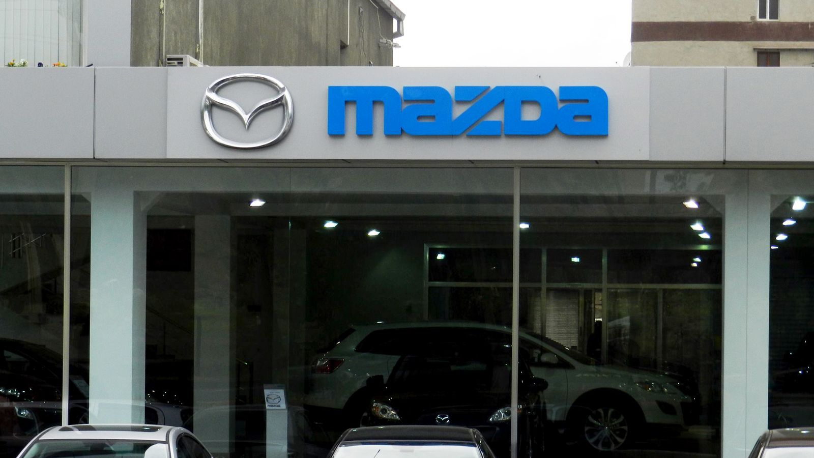 mazda car salon 3D letters