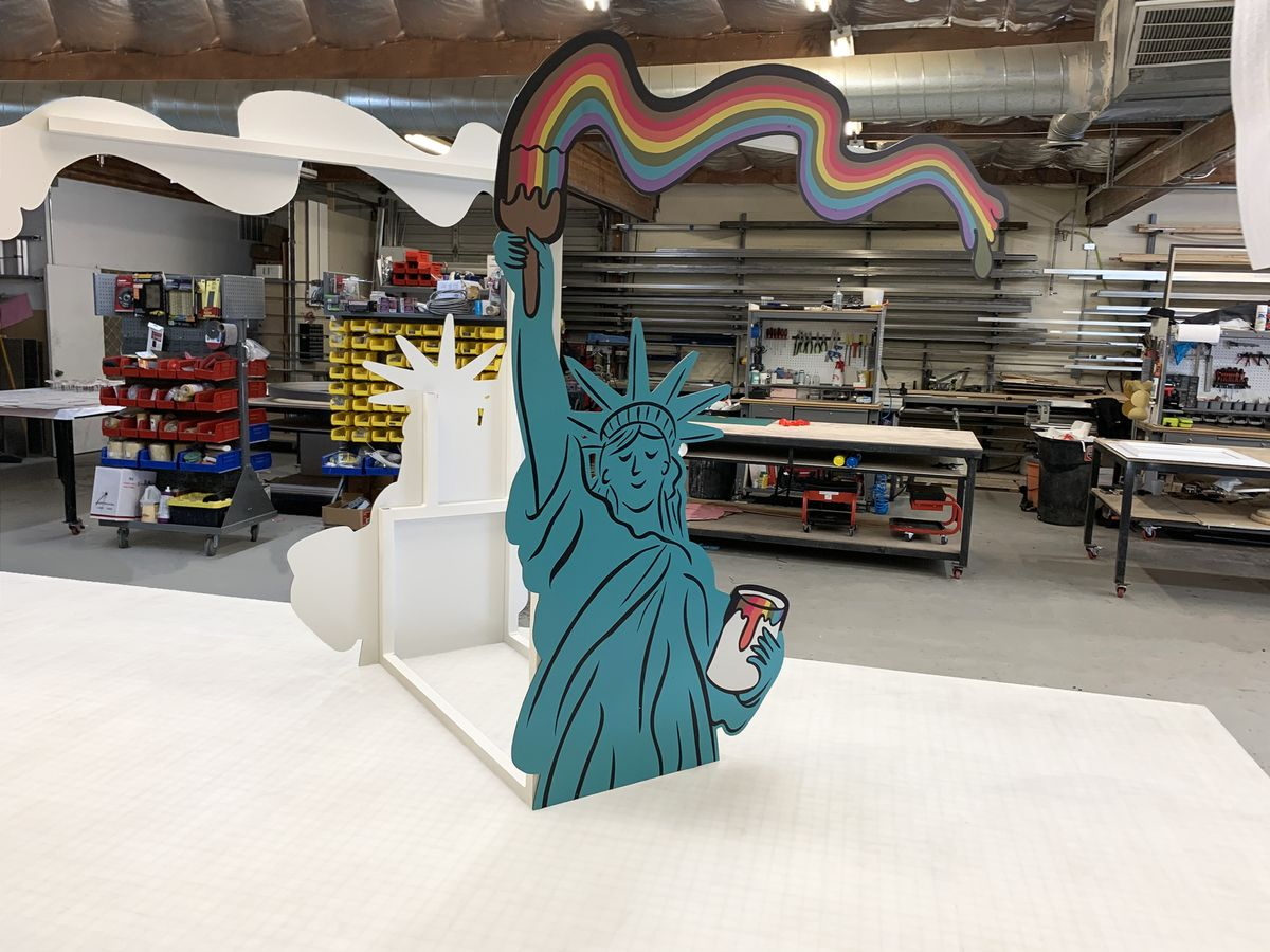 statue of liberty stand