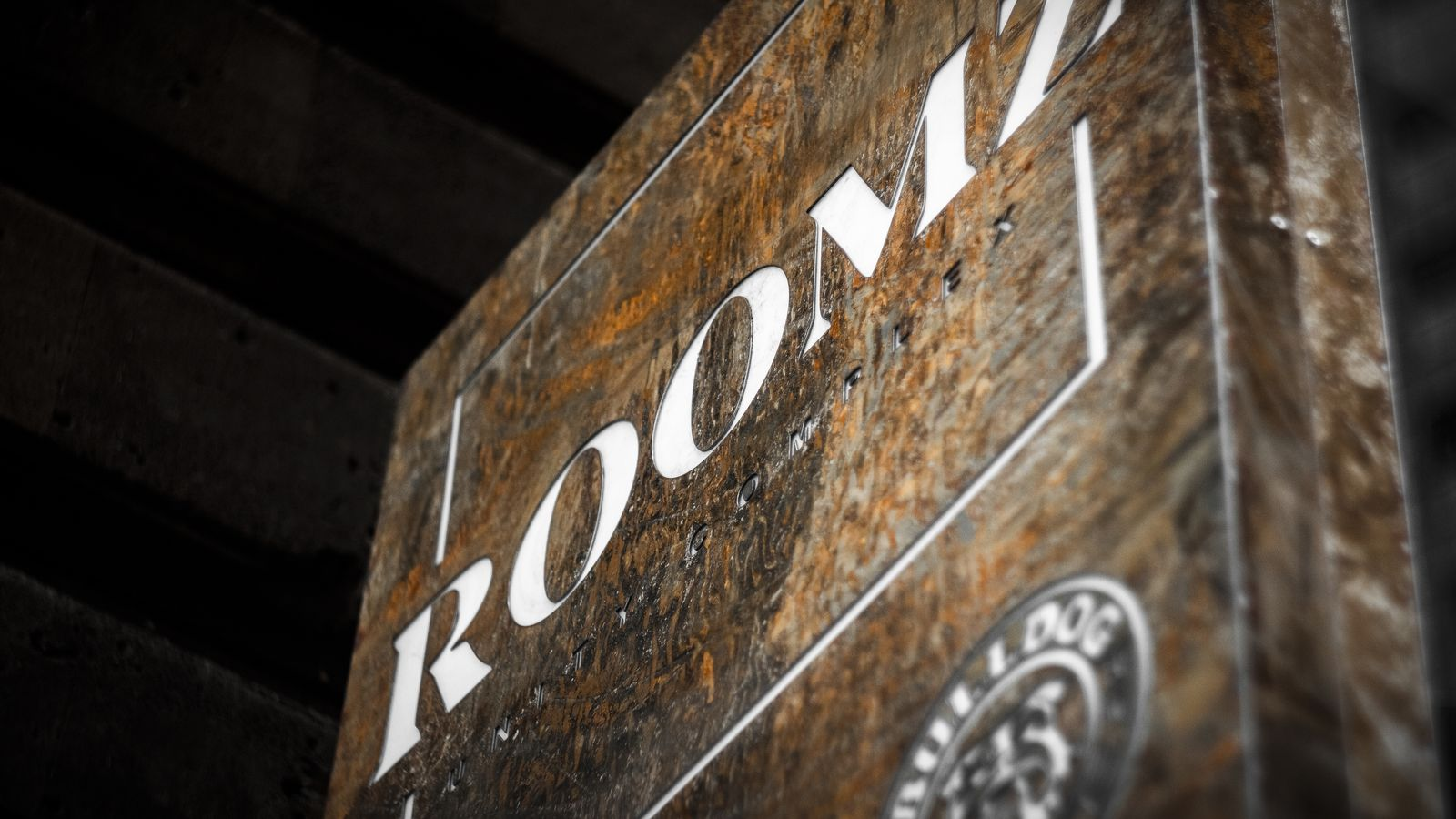 Roomz custom light box with a cabinet in a rustic style made of aluminum and acrylic for restaurant outdoor visibility