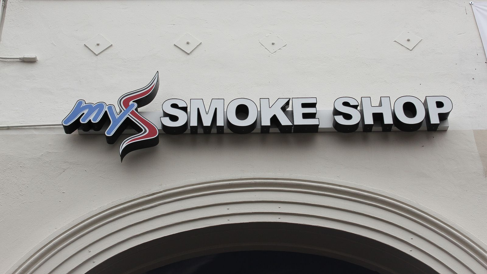My Smoke Shop 3d sign letters and logo made of aluminum and acrylic for exterior branding