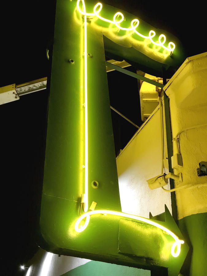 illuminated neon arrow sign