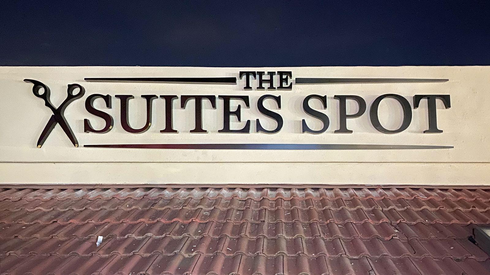 Suites Spot 3d letters