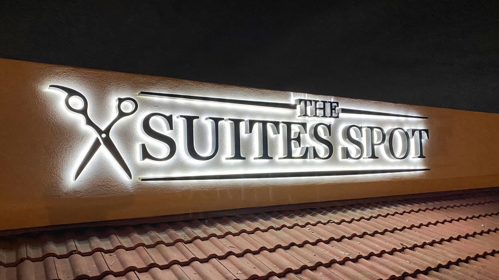 Suites Spot backlit letters