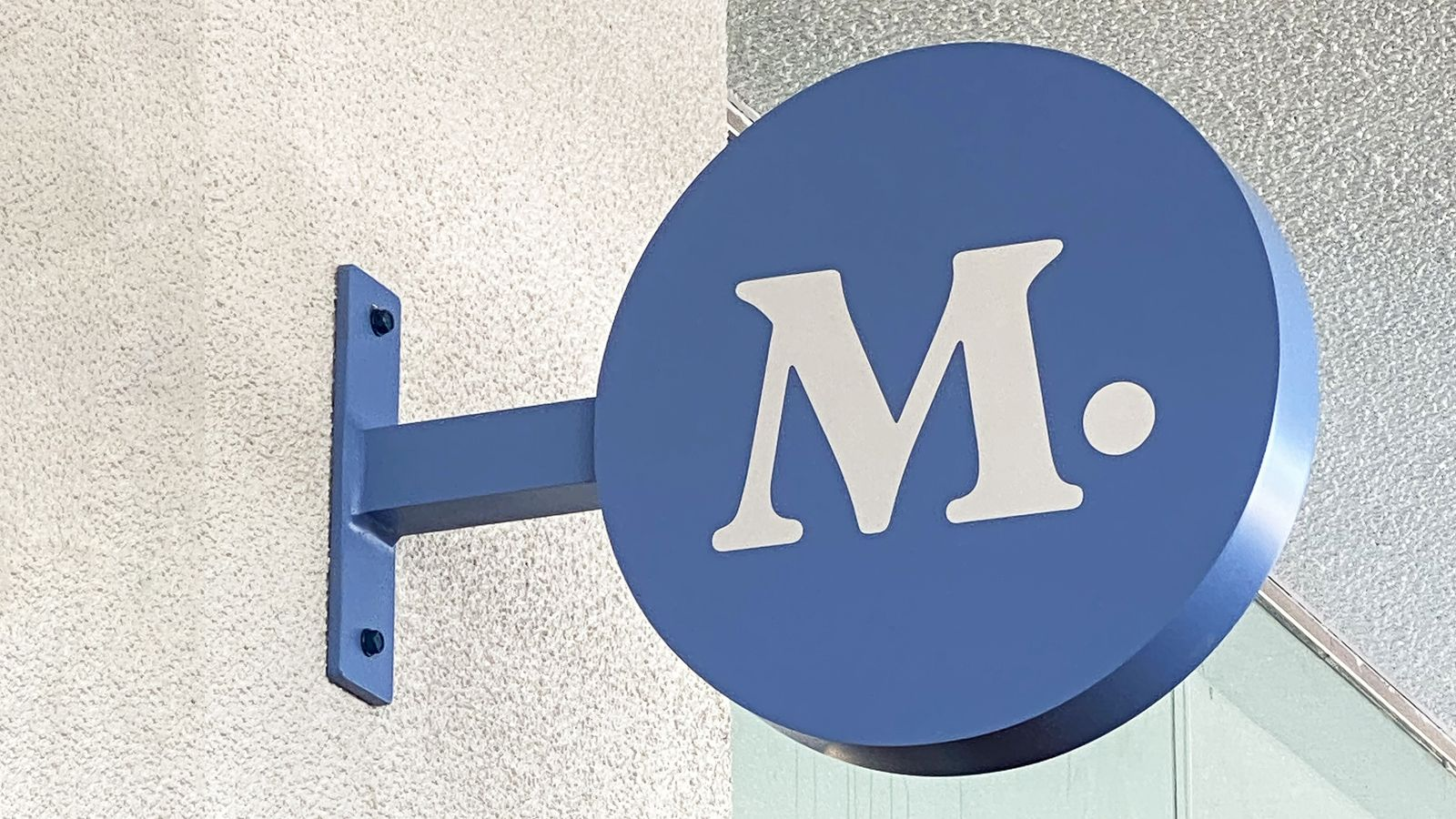 Modern Animal light box logo sign wall-blade in a round shape made of aluminum and acrylic for store interior branding