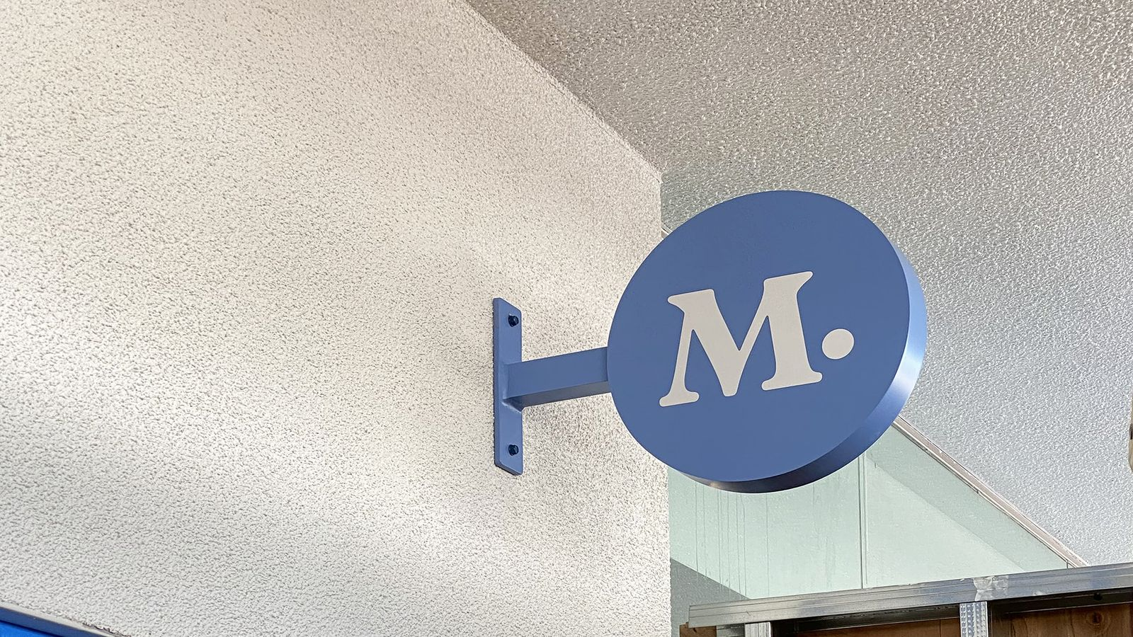 Modern Animal light box sign wall-blade with the company logo made of aluminum and acrylic for store interior branding