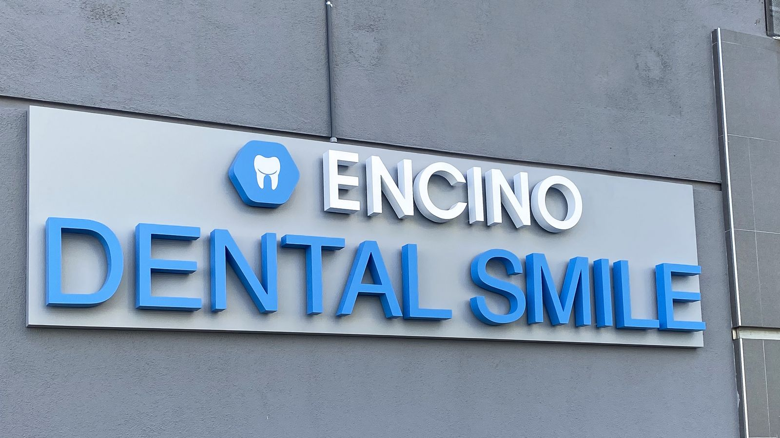 Encino Dental Smile illuminated 3d logo sign and letters made of aluminum and acrylic