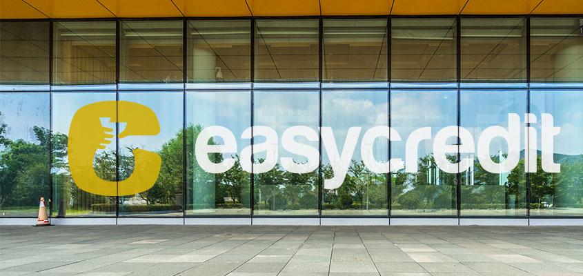Branded bank window design idea from Easycredit