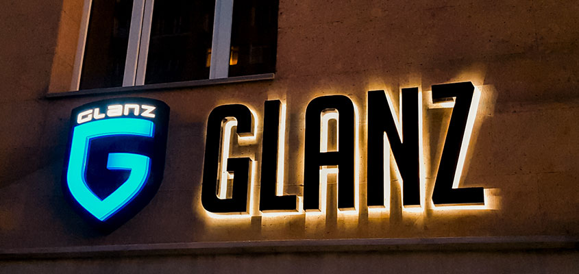 Glanz cool business sign concept