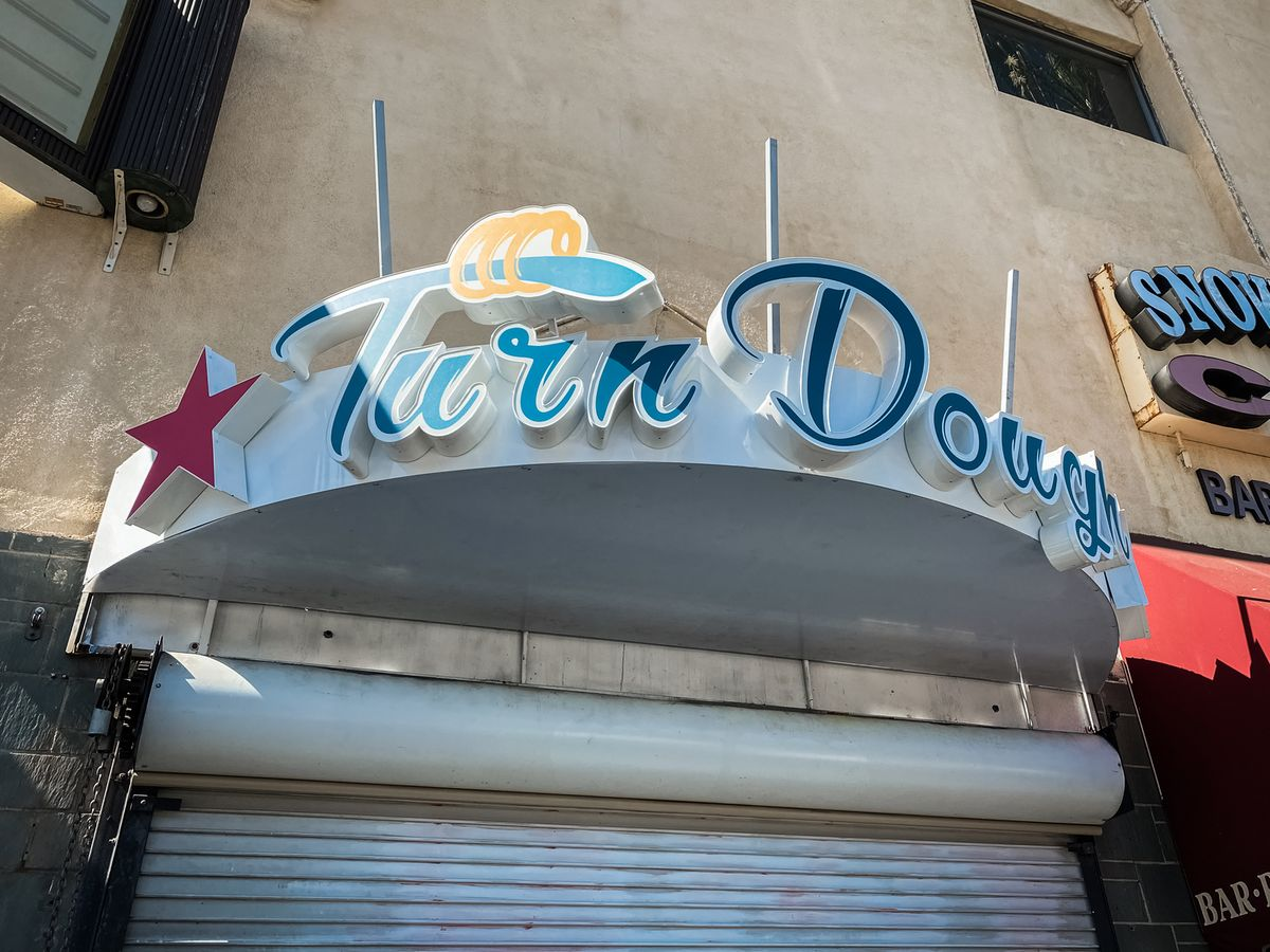 Turn Dough custom 3d sign with the brand name and logo made of aluminum and acrylic