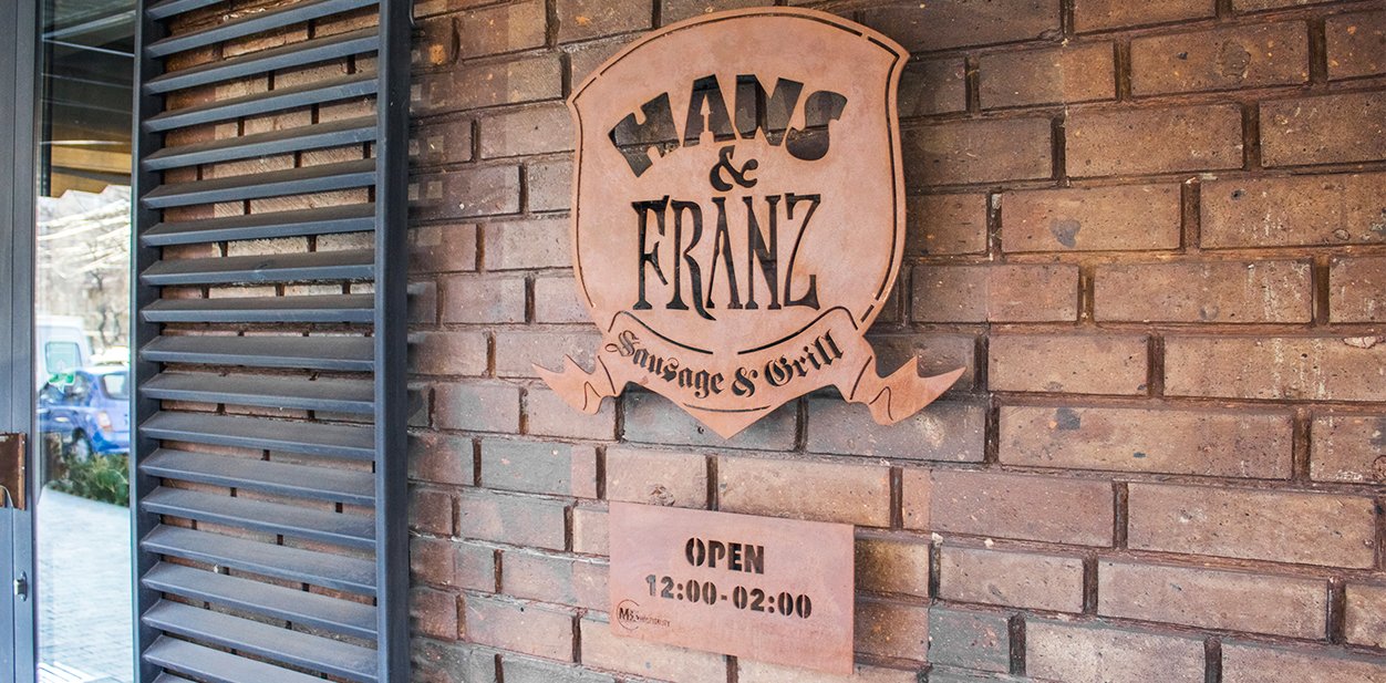 Branded engraving idea displaying the company name and logo from Hans & Franz