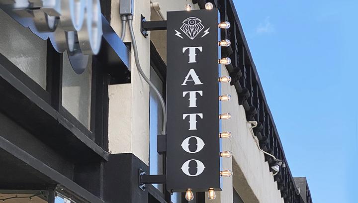 tattoo-salon-illuminated-sign