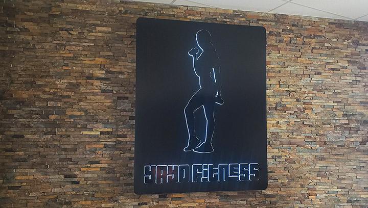 yayo-fitness-halo-lit-sign