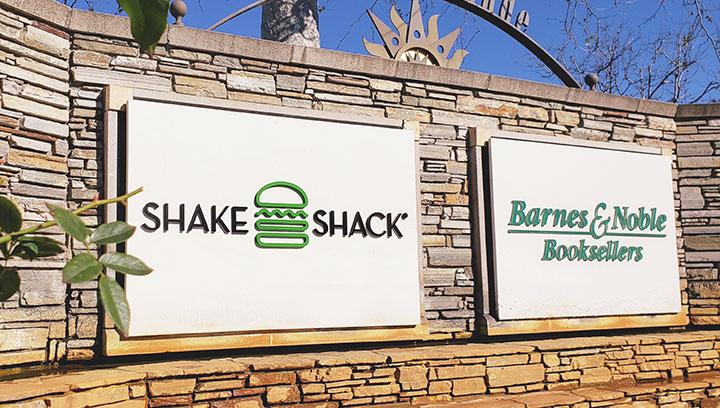 Shake-Shack-exterior-sign