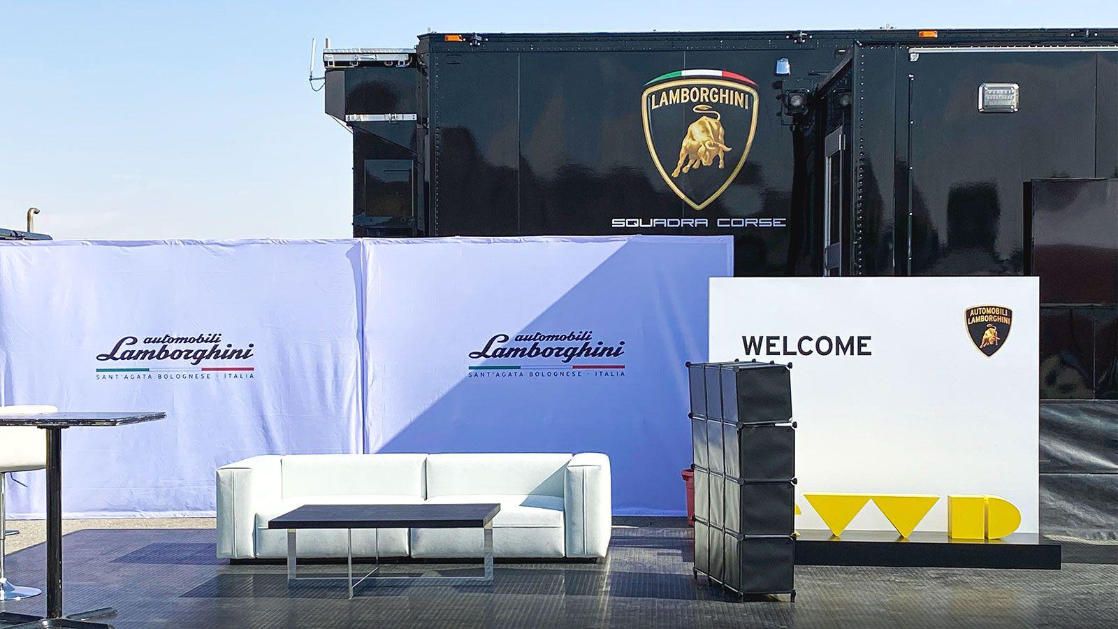 Lamborghini pop up displays