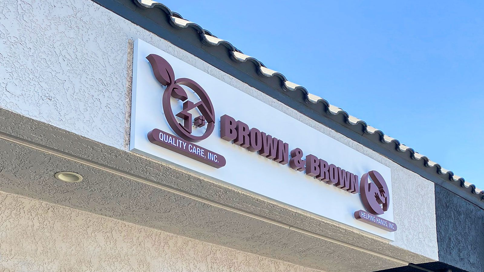 Brown & Brown 3d sign displaying the name and logo of the company made of aluminum and acrylic for storefront branding