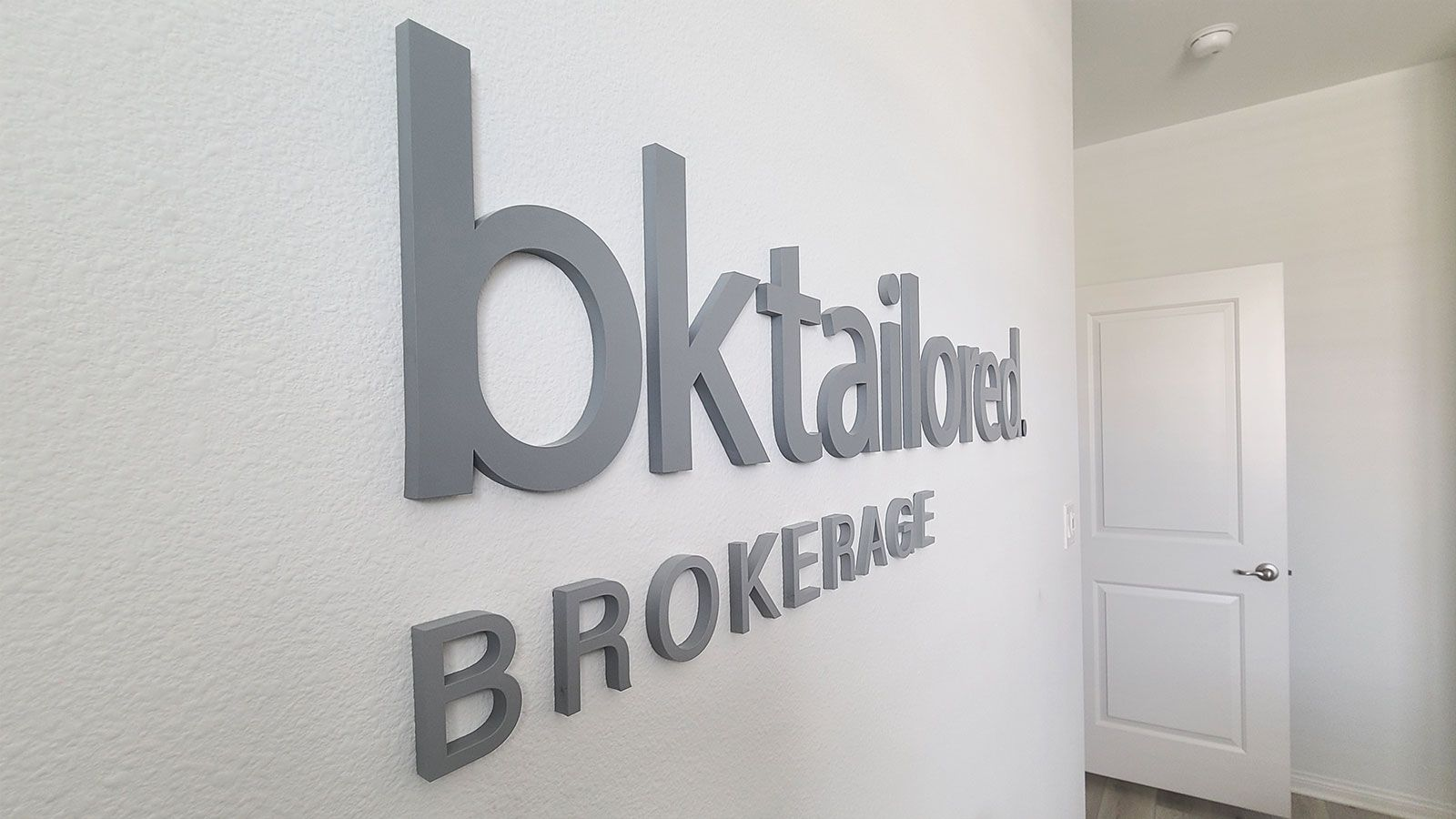 Bktailored painted 3D letters