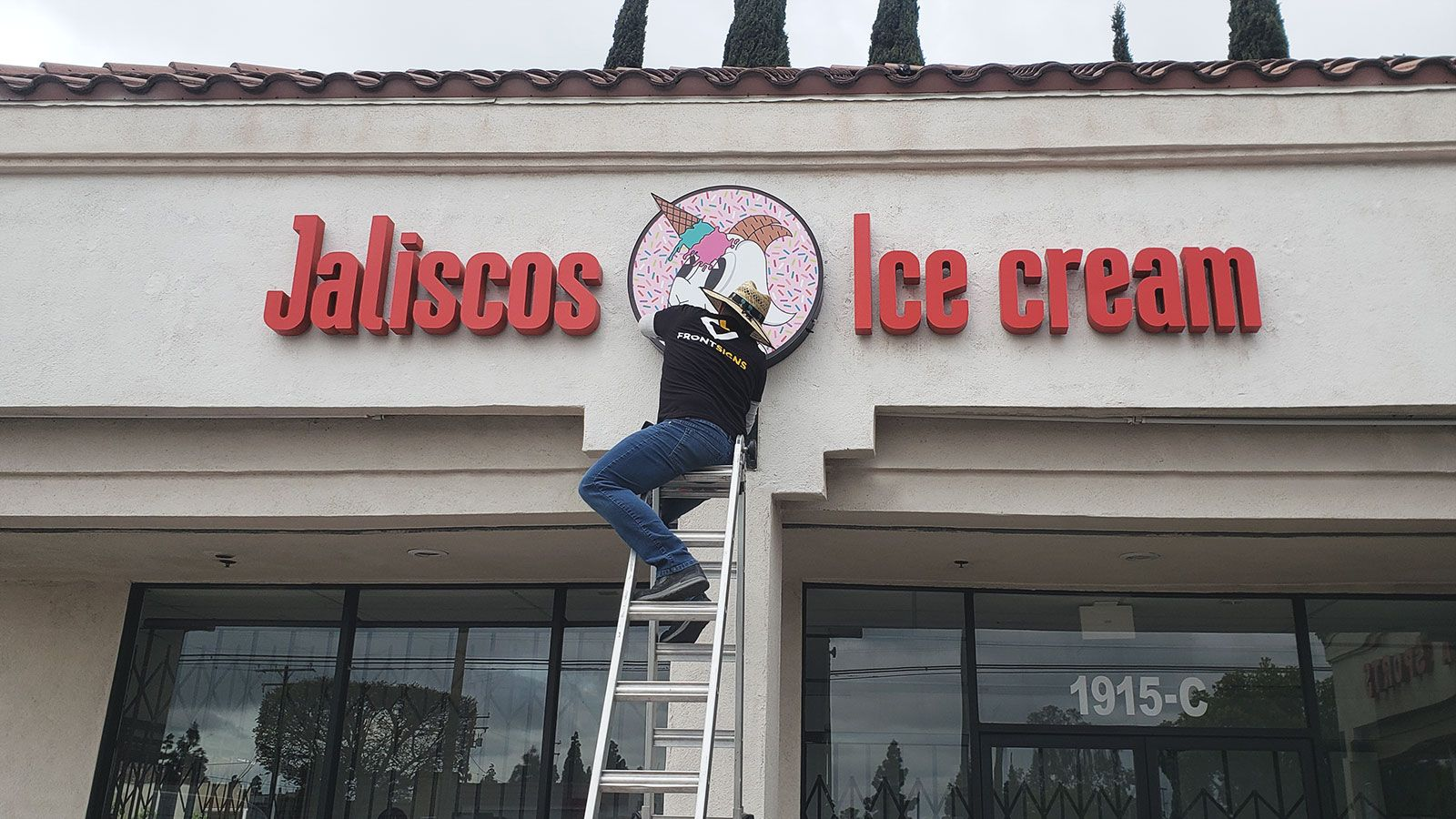 Jaliscos sign installation