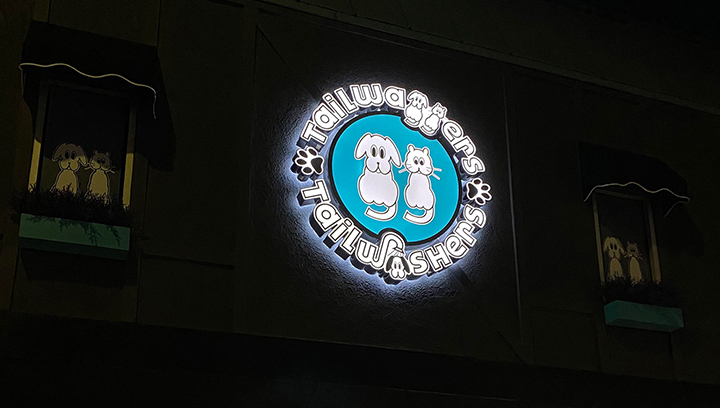 Tailwashers building logo sign in a round shape made of aluminum and acrylic