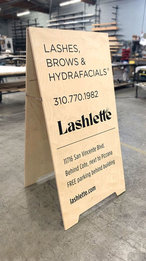 Lashlette sandwich board