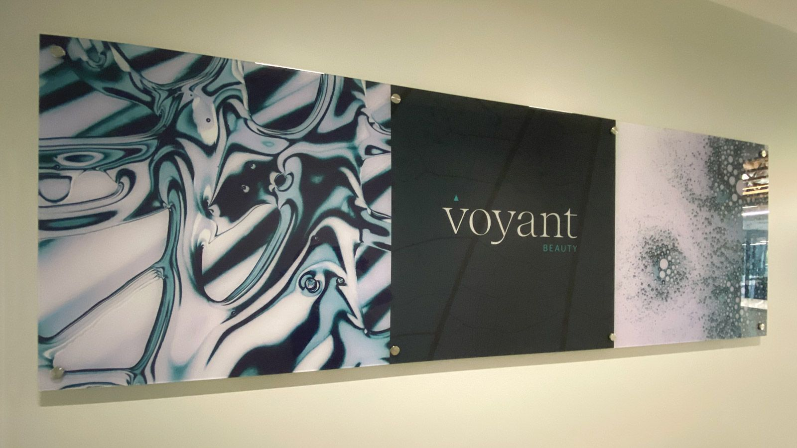 Voyant Beauty interior signs