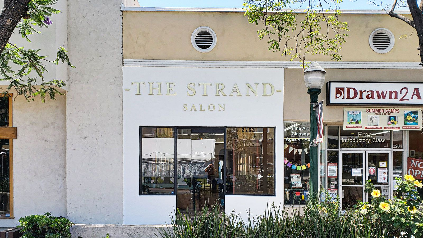 the stand salon building sign