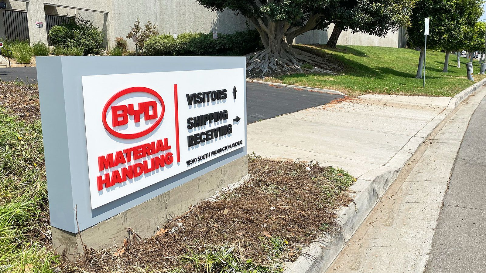 BYD outdoor monument sign