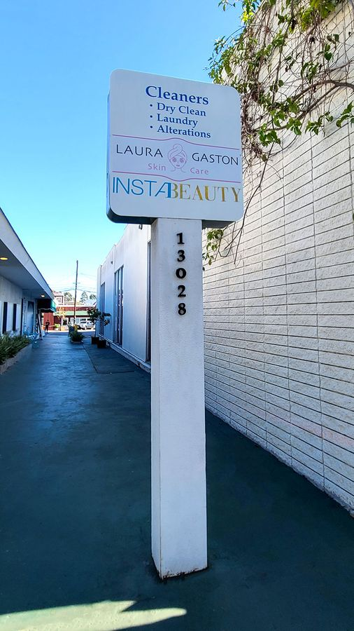 Laura gaston pylon lettering