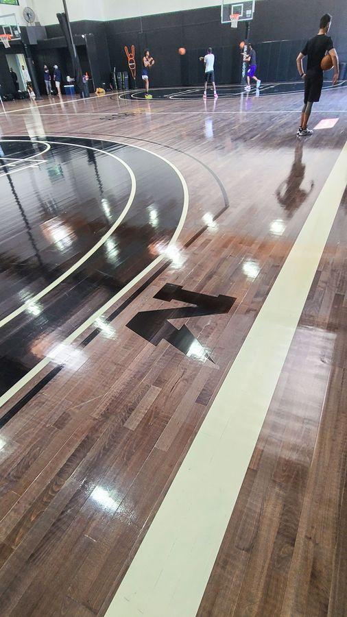 the dstrkt floor lettering
